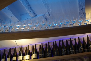 Agape cave degustation vin alcool mazarine odeon paris bouteille verre