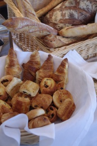 Cazaudehore brunch pain chocolat viennoiseries restaurant relais chateau