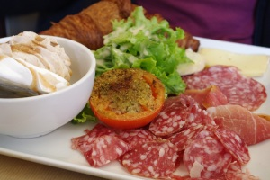 Brunch paris pere fouettard carte halles bacon saumon prix savoyard