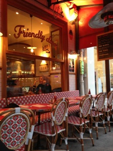 Loulou friendly diner burger cluny saint michel paris restaurant brunch frites maison super adresse salle
