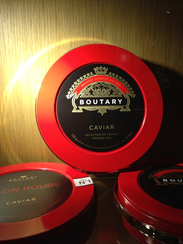 Maison boutary caviar francais france gironde luxe rituel chateau saint vincent salon rouge premier cru esturgeons oeufs rare boites