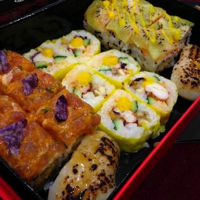 Box robuchon pour sushi shop sushis originaux creations yuzu homard ebi roll california mangue banane